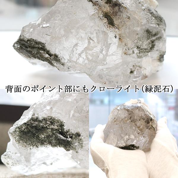 カテドラル水晶原石(ガネーシュヒマール産ヒマラヤ水晶)(天然石 パワーストーン)を後ろから撮影